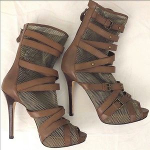 Guess peep toe sandals in camo